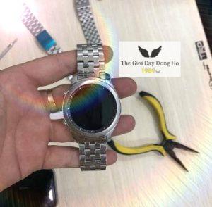 Thay Dây đồng hồ kim loại 5 hạt mo màu bạc tại 1989W hcm đẹp