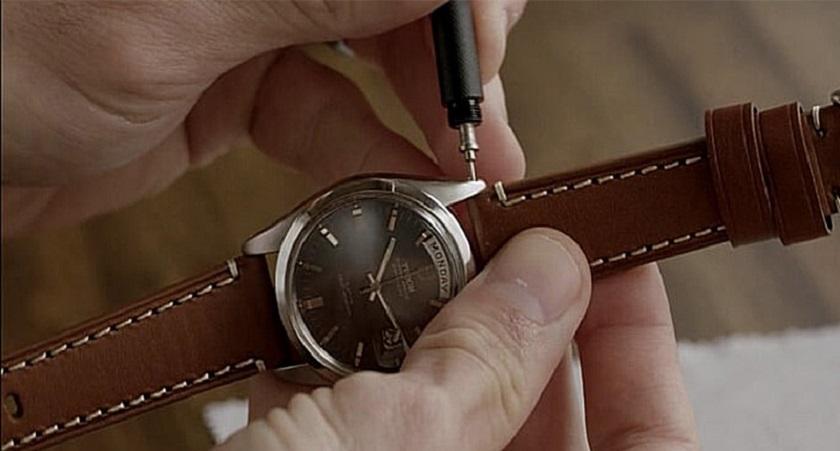 Hướng dẫn tháo dây đồng hồ da
