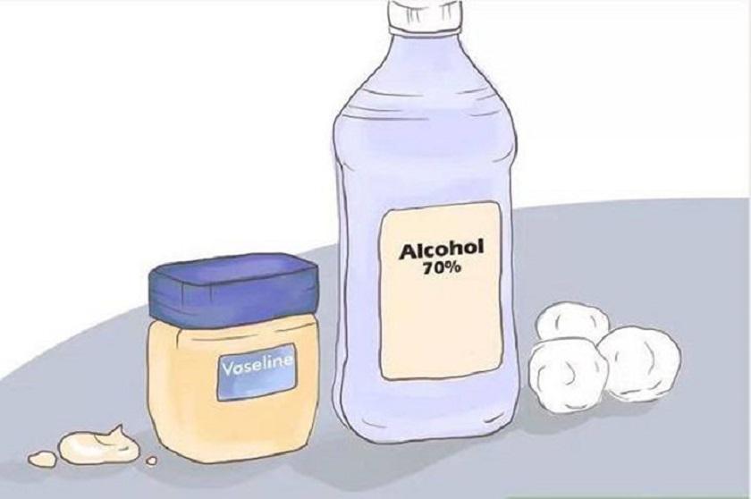 Vaseline và cồn có tác dụng tốt trong việc làm mềm dây da