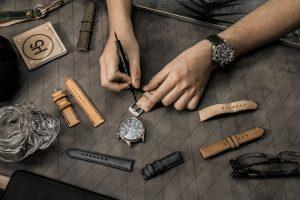 Cách tháo dây đồng hồ đeo tay
